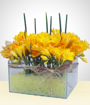 Send flowers to bolivia glass bowl flower arrangement with yellow glass bowl flower arrangement with yellow gel filling mightylinksfo