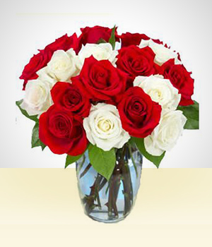 Flower Arrangements - Pretty  Smile: 18 Roses Bouquet White and Red