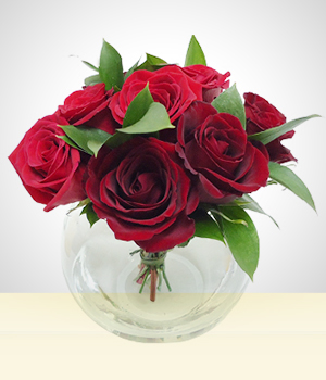 Flower Arrangements - Sweet Moment: 8 Roses in a small  fishbowl