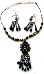 Jewelry - Black pendant Set
